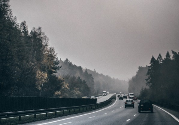Image of vehicles on a highway in fog. ClearWay is a high-performance detection system, even in fog.